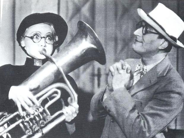 Truda s Oldřichem Novým v divadelní komedii Okouzlující slečna
